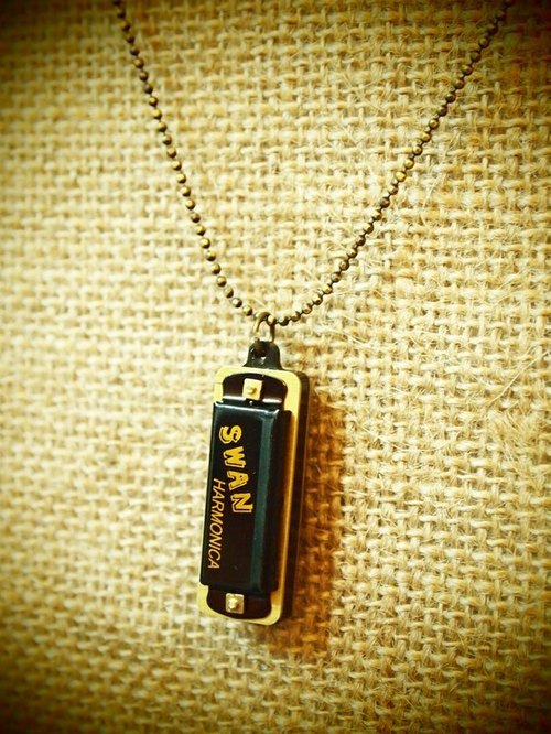 Retro mini harmonica Mini harmonica black long necklace (small beads paragraph)