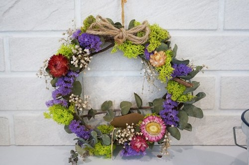 Dried wreaths - embroidered daisy