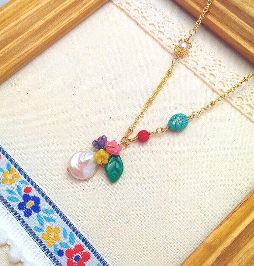 24K gold-plated brass pearl necklace - Ladybug and Flowers Dialogue (hypoallergenic necklace)