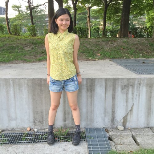 Cool vintage sleeveless shirt _ / small yellow