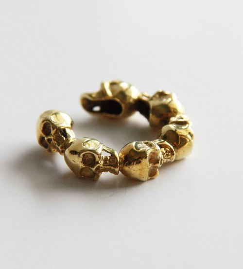 Full Skulls Hand Ring / Jewelry