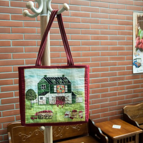 Rural farmhouse pattern shoulder bag (13 inches or less compatible notebook)