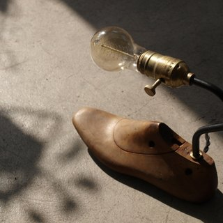 Old shoe mold table lamp