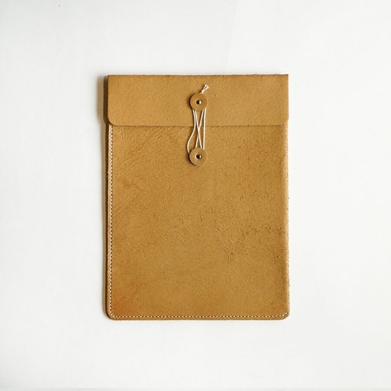 Handmade leather paper bag - M | Hender Scheme