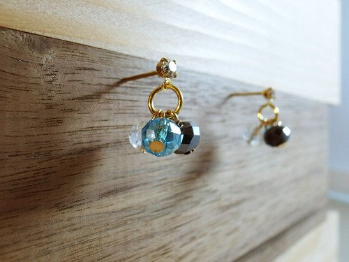 Hand ♠ ♠ River Forest Park [berry] Ear pins earrings tricolor