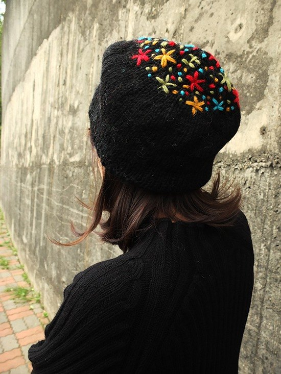 Handmade Hand Knit Wool Beanie Hat Flower Embroidery_Black