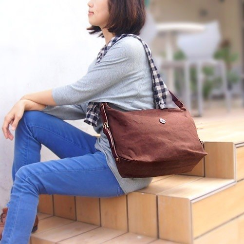 日系簡約防潑水側背包 咖啡色 接單客訂Made in Japan by CLEDRAN