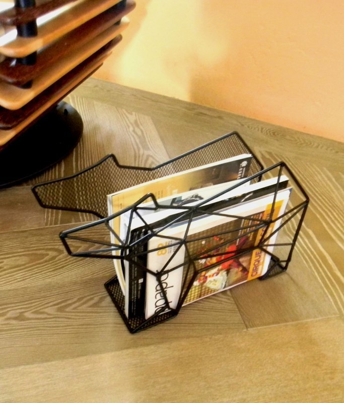 Polar bear magazine rack