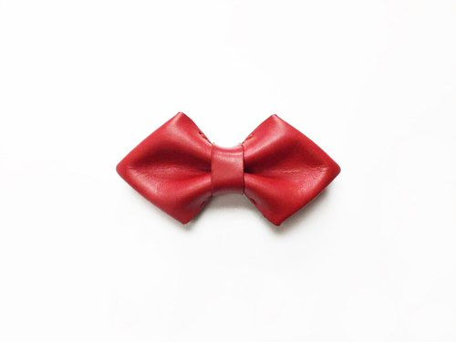 Diamond-shaped red leather bow tie Bowtie