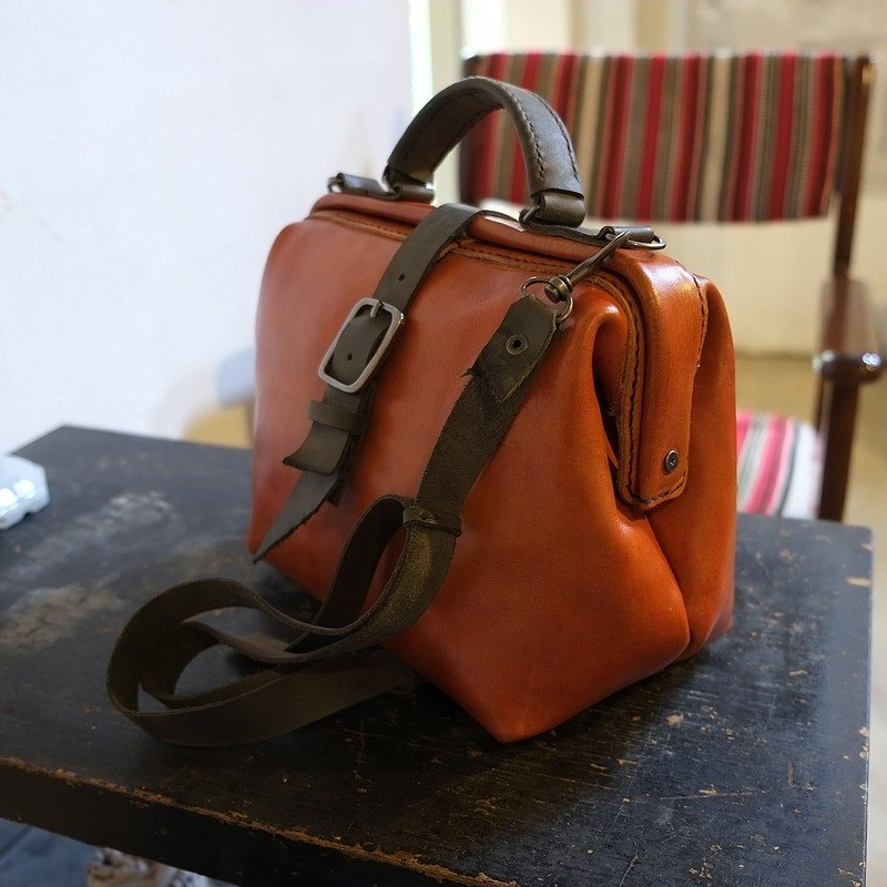 Lovey Leather Accessories / Vintage Camera doctor bag 27 cm custom models - colored vegetable tanned / chrome leather trample