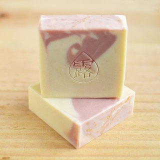 La vie en rose soap | Moringa oil, Floral water, Natural soap, Handmade soap
