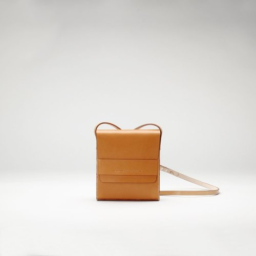 Pure hand-made British imports Vegetable tanned leather shoulder diagonal mini Ipad kindle tying brown • Bodhi said Fostyle
