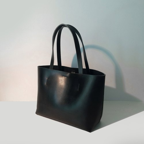 Zemoneni leather tote bag Black color in S size