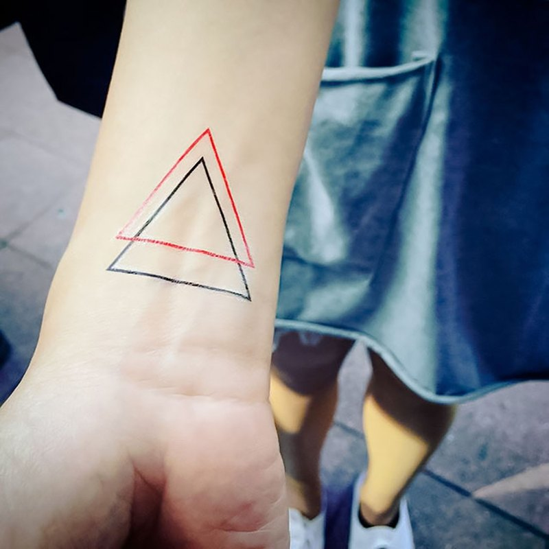 Surprise Tattoos / Overlap Triangular Tattoo Sticker