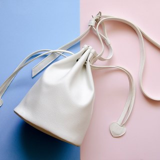 Confectionery bunch mouth small bucket bag portable shoulder dual-use White / white
