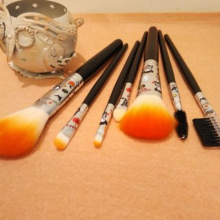 Halloween makeup brushes (stock sale; only this one)
