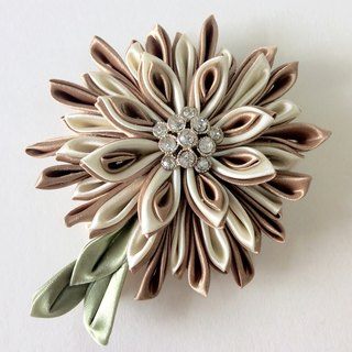 Kanzashi gold ribbon flower brooch(つまみ細工)