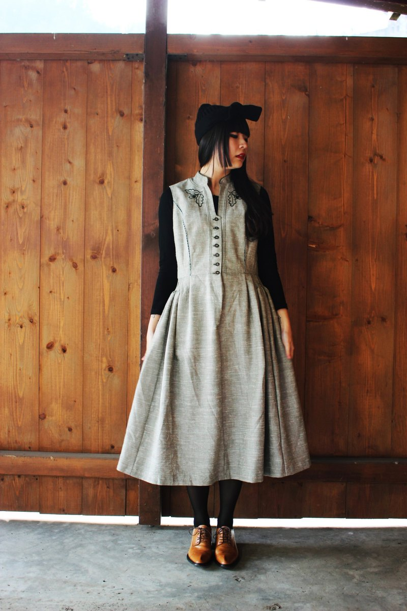 F837 (Vintage) green hazelnut wave pattern embroidered skirt cotton vest dress (traditional Austrian Dirndl)