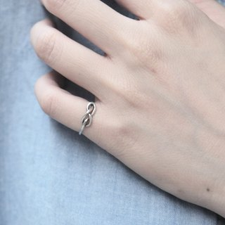 "Lover ""knot"" silver tail ring (single junction)"