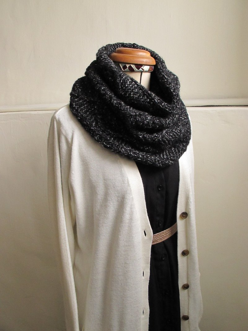 Lan wool scarf (black and white point color)