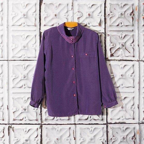 Lin Bian Meng Blueberry Night Lapel Embroidery Cutout Shirt