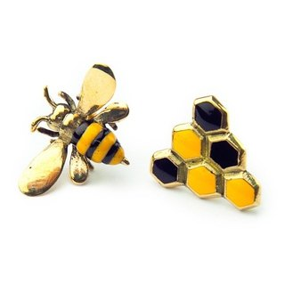 Bee and Beehive earring in brass with enamel color