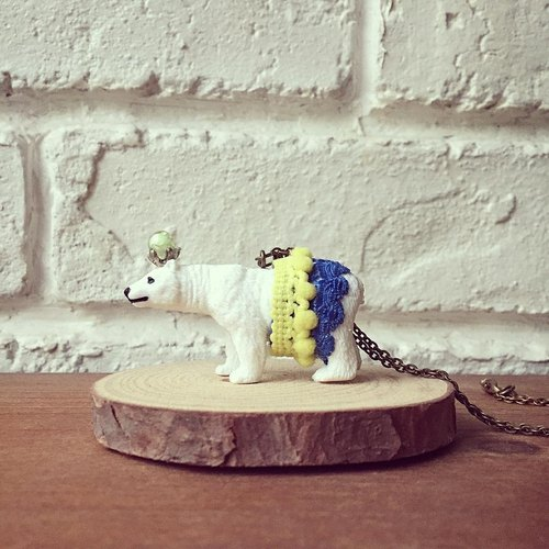 Fabulous Adventure - polar bear necklace