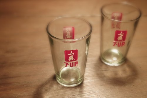 2 Vintage 10 cm Vintage 7-up Glasses early 7 hi / Double Happiness pattern glass