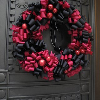 A01502800 exquisite hand-made Christmas wreaths French knot