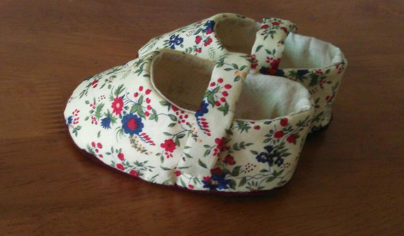 · Christmas red small floral baby shoes