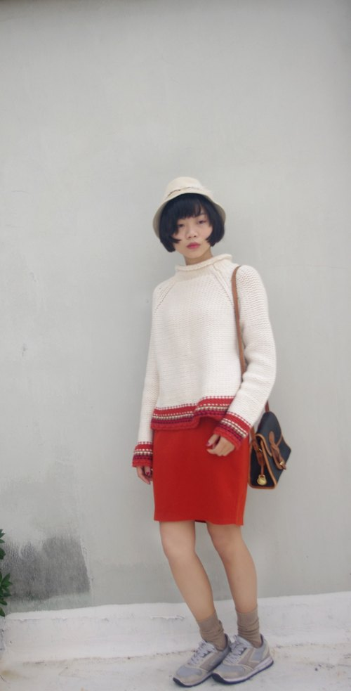 4.5studio- vintage treasure hunt - warm white X-orange thick knit turtleneck