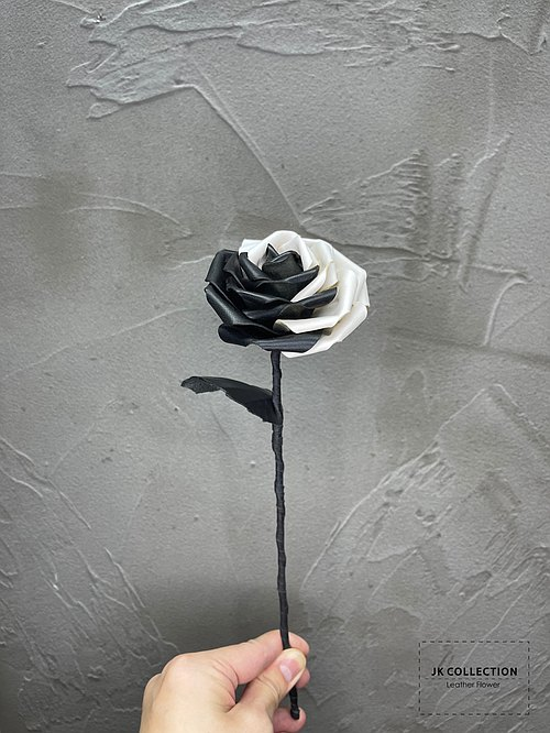 Taiji leather Rose Black & White Leather Rose