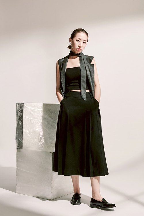 Artistic temperament irregular pleated design black wool wide leg culottes
