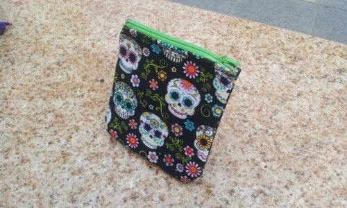 A MIN vine flower skull - Purse