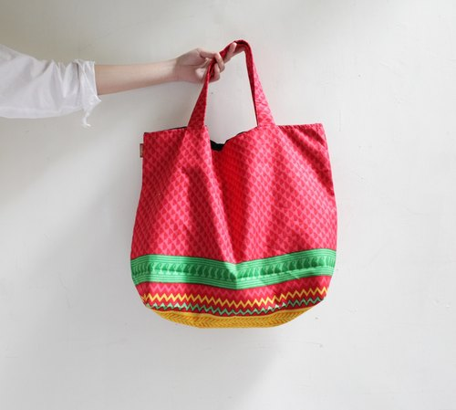 OMAKE Indian cotton handmade serigraphy Tote 002 (left red-green section)