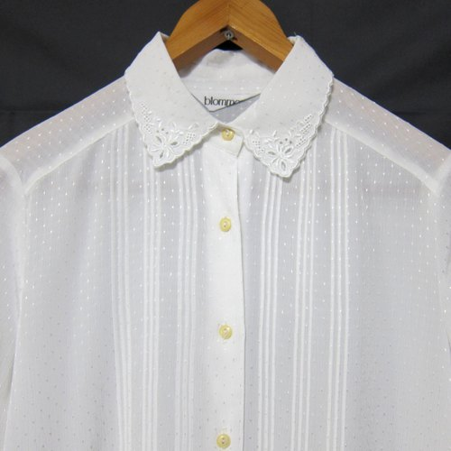 ✵ ✵ white い spring white flowers embroidered collar folding line small bright vintage shirt