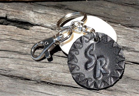 5CM Customized leather carving key rings with text which by ♦ MonWorkshoP ♦