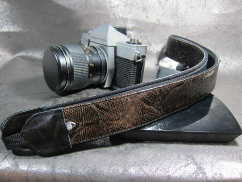 """ yuppie "" decompression strap camera strap 乌克丽丽吉 his push bike Camera Strap"