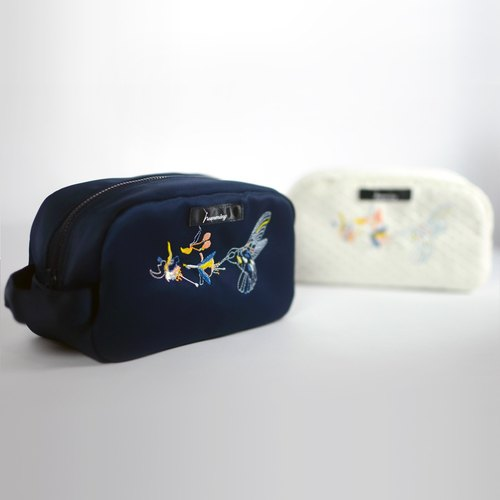 humming- invisible hummingbird Embroidery cosmetic bag <embroidery toast package> - dark blue satin