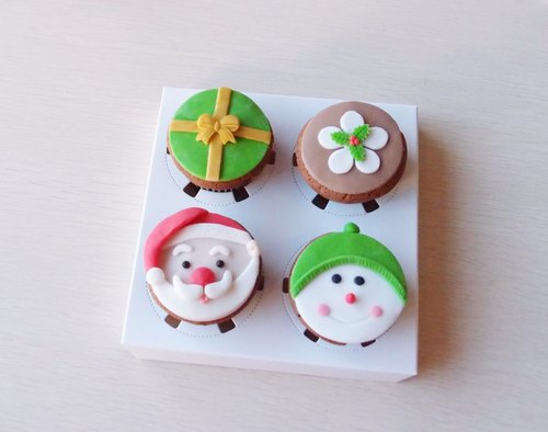 Cute Christmas hand-made fondant cupcakes