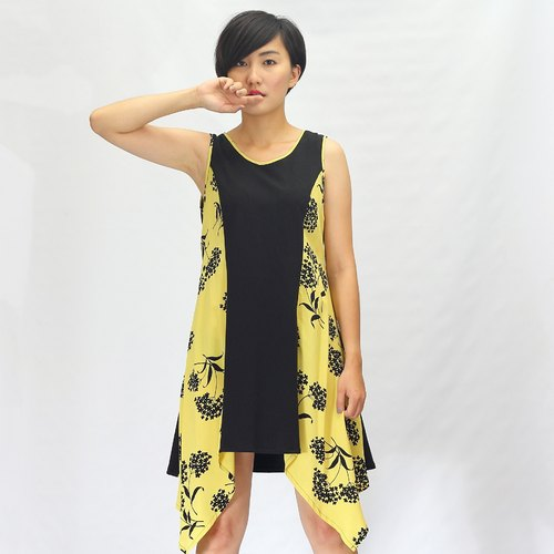 **The Museum Free transport**yellow flower black / forest wind ~ Slim was thin / sleeveless dress / mini dress / Long Tops