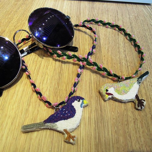 C'est trop Mignon \\ hand-made embroidery * youth bird necklace