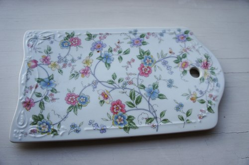 Delicate floral antique porcelain dessert cheese selection of antique Picks de Bea New York