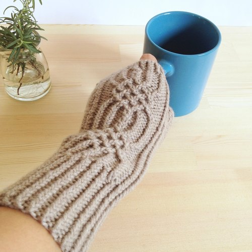 Three-dimensional pattern knitting mittens