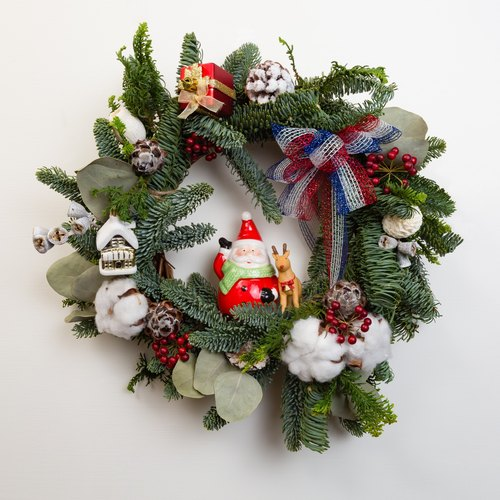 Kinki old man with a small hand-made Christmas wreaths with fresh Nuobei Song elk dried wreaths store layout wedding props arranged home layout pictures Christmas arrangement Christmas gift birthday gift Nuobei Song Baiyoujiali flat gold leaf eucalyptus fr