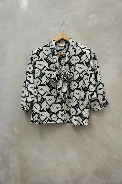 PdB vintage black and white printing large tying the knot with the big wide sleeves chiffon shirt