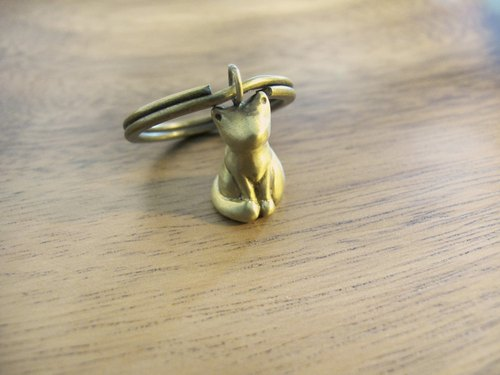 Màn workers sitting cat [x Brass key ring]
