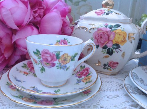 ♥ ♥ Annie crazy Antiquities British bone china 1940 new chelsea flower garden pink roses cup, mugs three groups - romantic