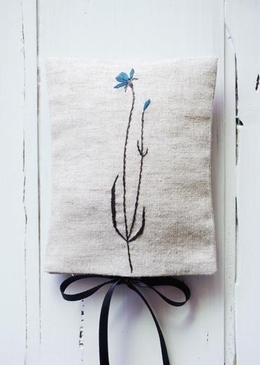 Cornflower hand embroidery bag (bag fragrance)