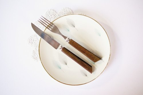 Wooden handle cutlery set {Vintage / Retro}